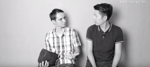 VIDEO___ 60s học tiếng Séc: Chiếm chỗ ngồi hay hỏi chỗ ngồi?