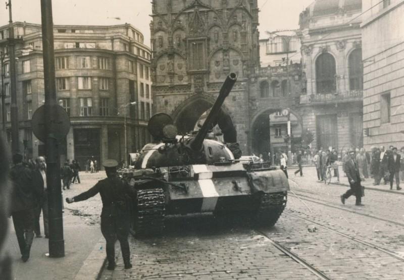 1374678-img-srpen-1968-okupace-invaze