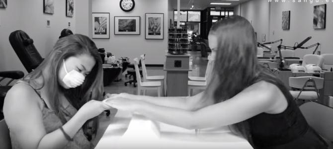 VIDEO___60s học tiếng Séc: Làm móng tay hay đấu vật tay?