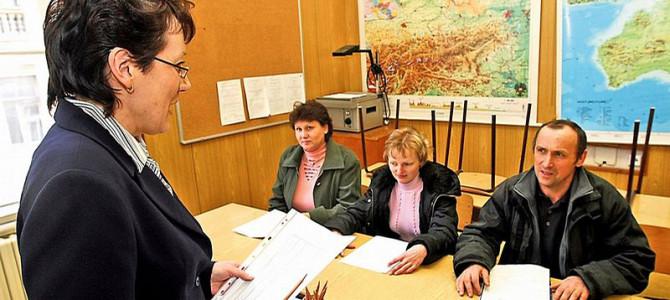 2018: Người ngoại quốc muốn xin TRVALÝ sẽ phải qua những cuộc kiểm tra TIẾNG SÉC khó khăn hơn.